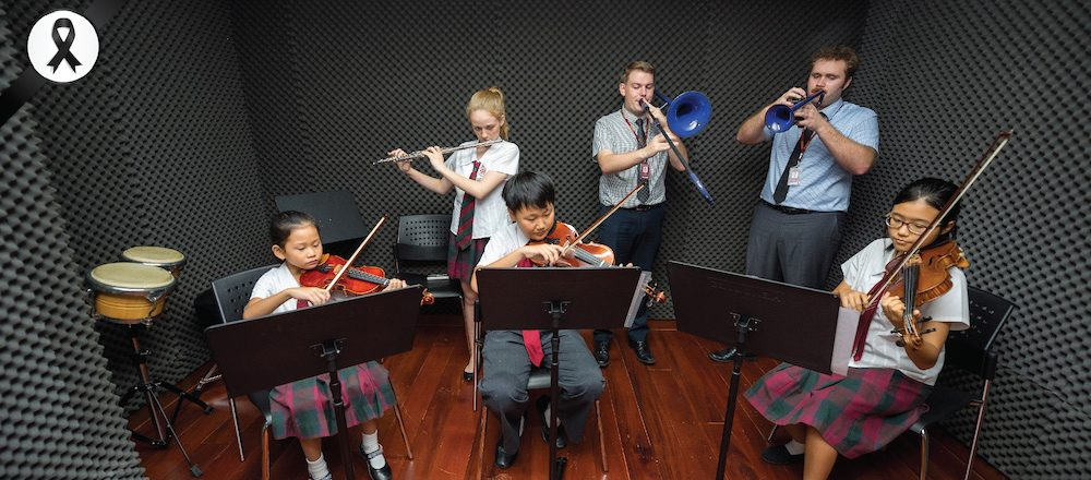 Bromsgrove international school, Thailand students play musical instruments